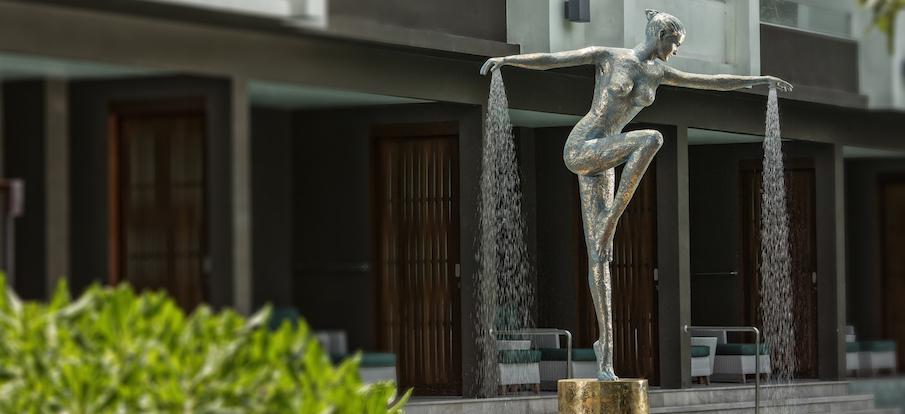 Skulpturen Garten Bronze extravagant Duschskulptur ENEOS Friends Ene Slawow Elegance Pool 2 Kopie