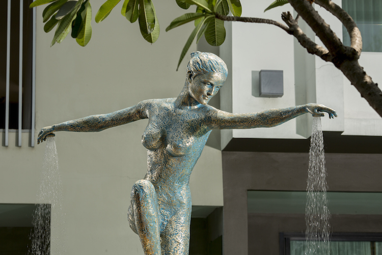 sculptures-bronze-interior-design-pool-shower-eneosdesign-ene-slawow-elegance-1